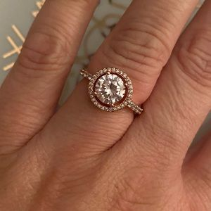 Stunning 1ctw rose gold stunning wedding ring